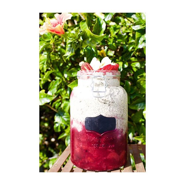 GOOD MORNING CHIA SEEDS!! Made this giant mason jar full of mixed berries and peanut butter chia seed pudding, #breakfast never looked so good 😋#photooftheday
