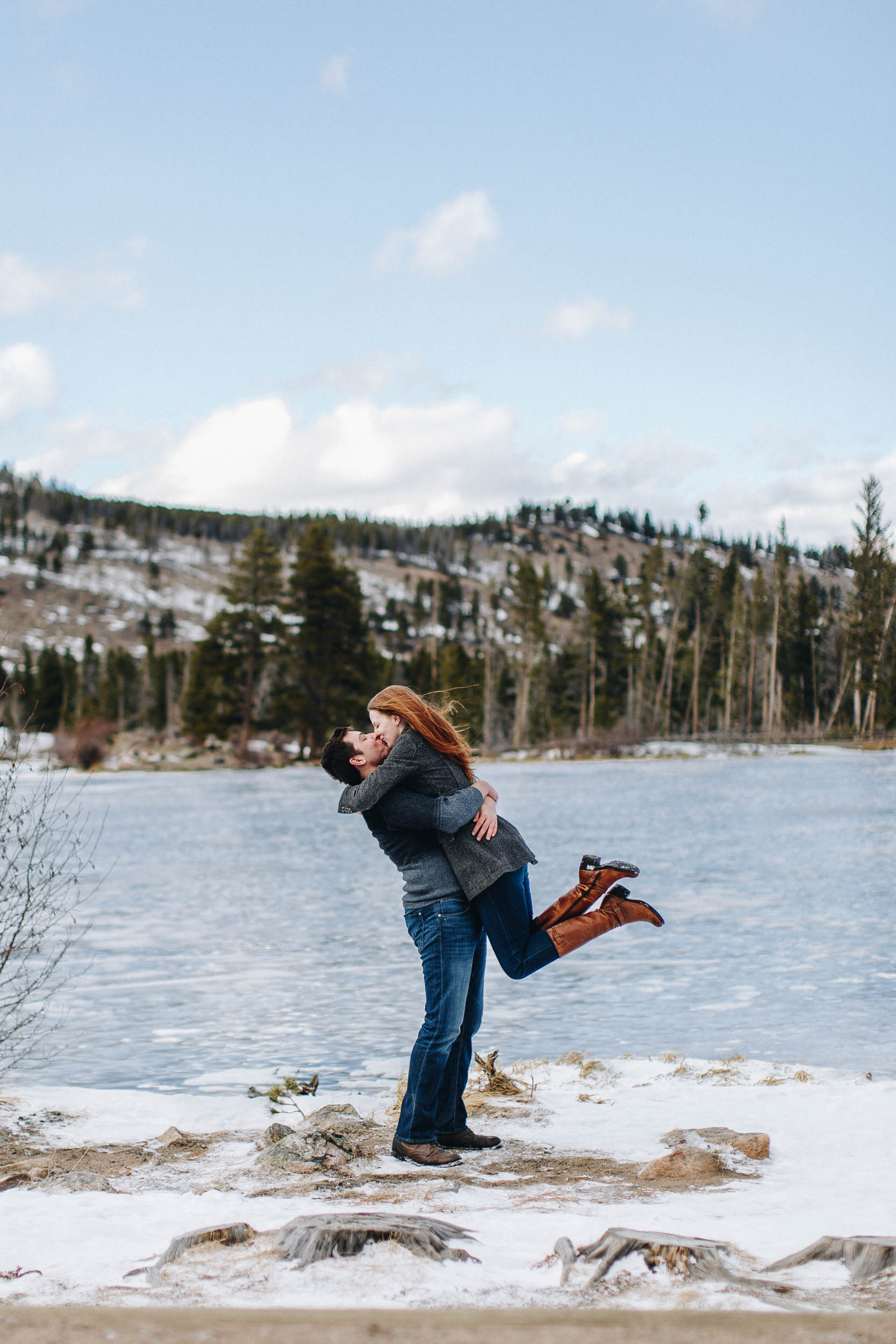 Winter-engagement-photo-session-in-Rocky-Mountain-National-Park-39.jpg