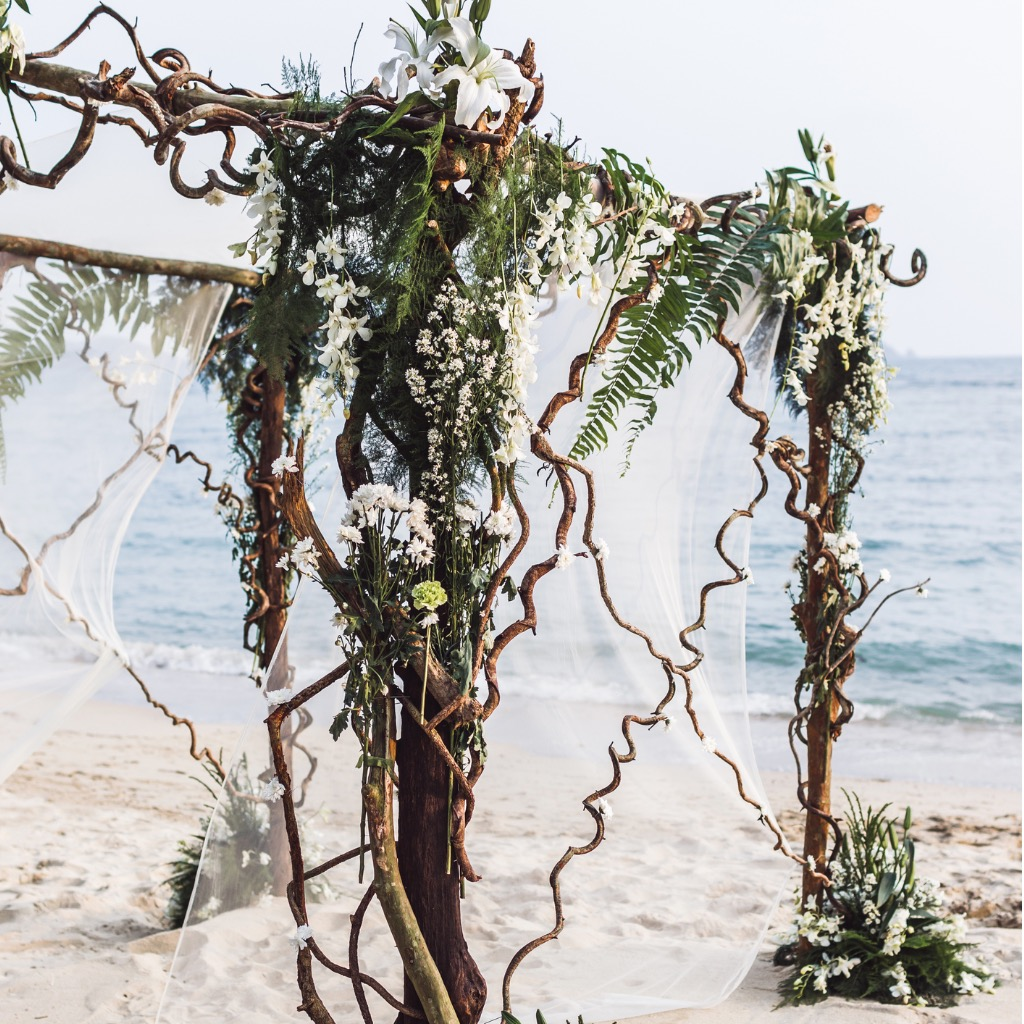 beach-wedding-ceremony-picture-id641080092.jpg