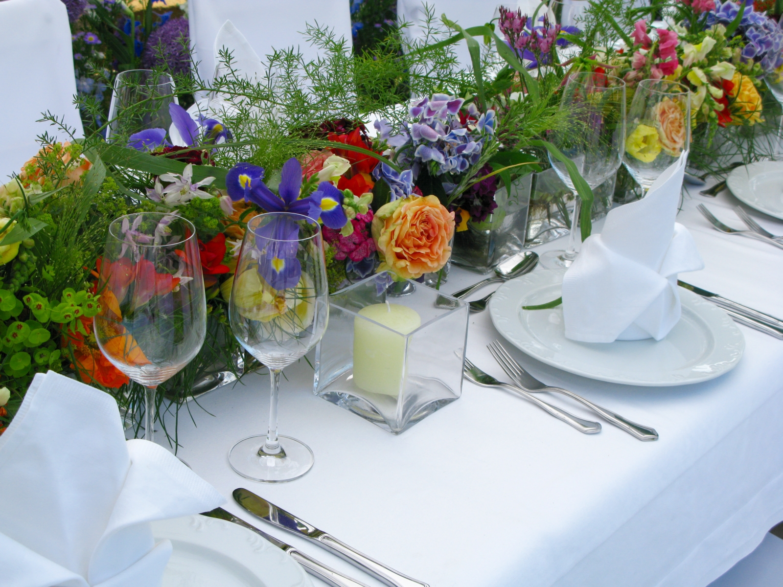 Wedding-table-setting-137595271_1600x1200.jpeg