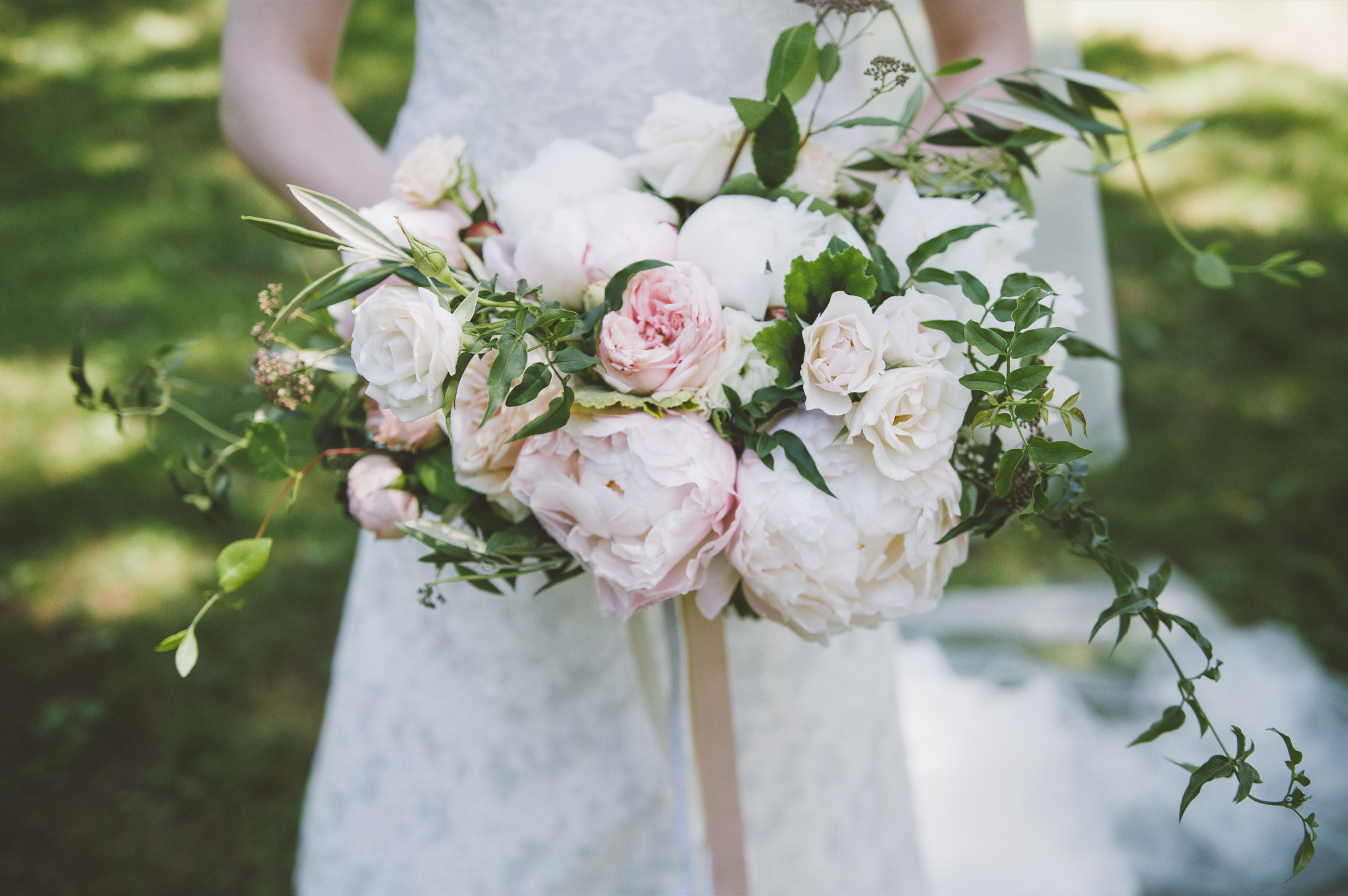 amanda cowley events niagara wedding planner kurtz orchard bride gown peonies blush greenery ivory