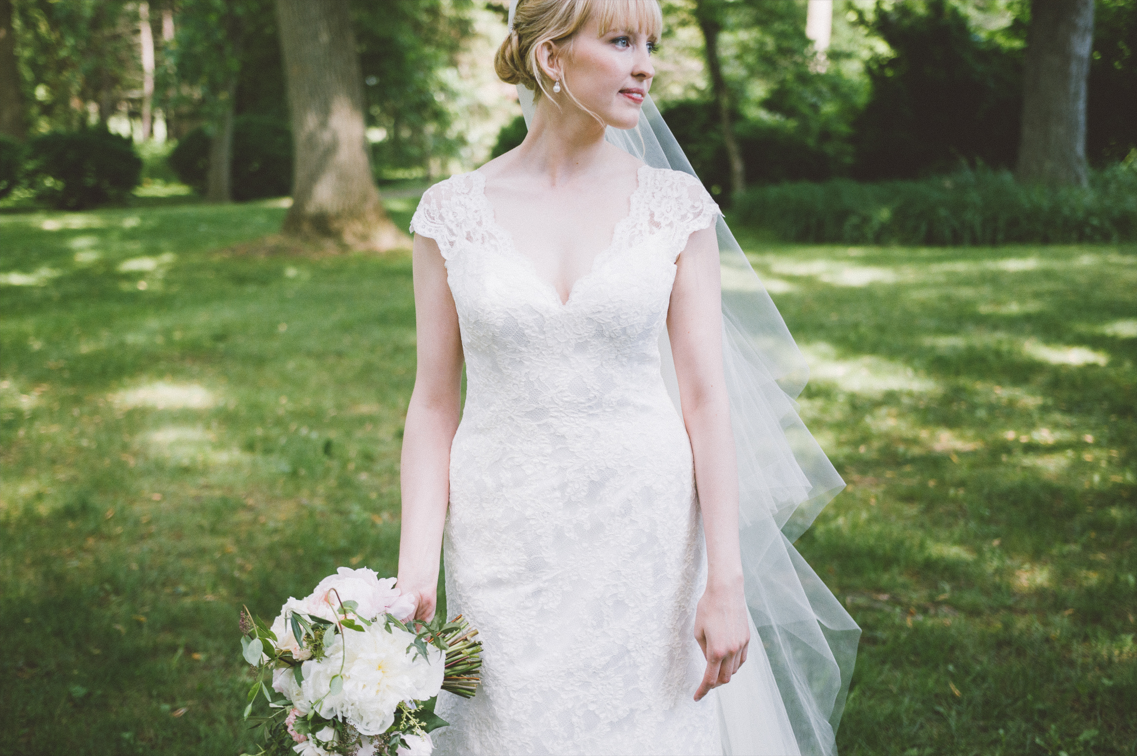 amanda cowley events niagara wedding planner kurtz orchard bride gown peonies blush