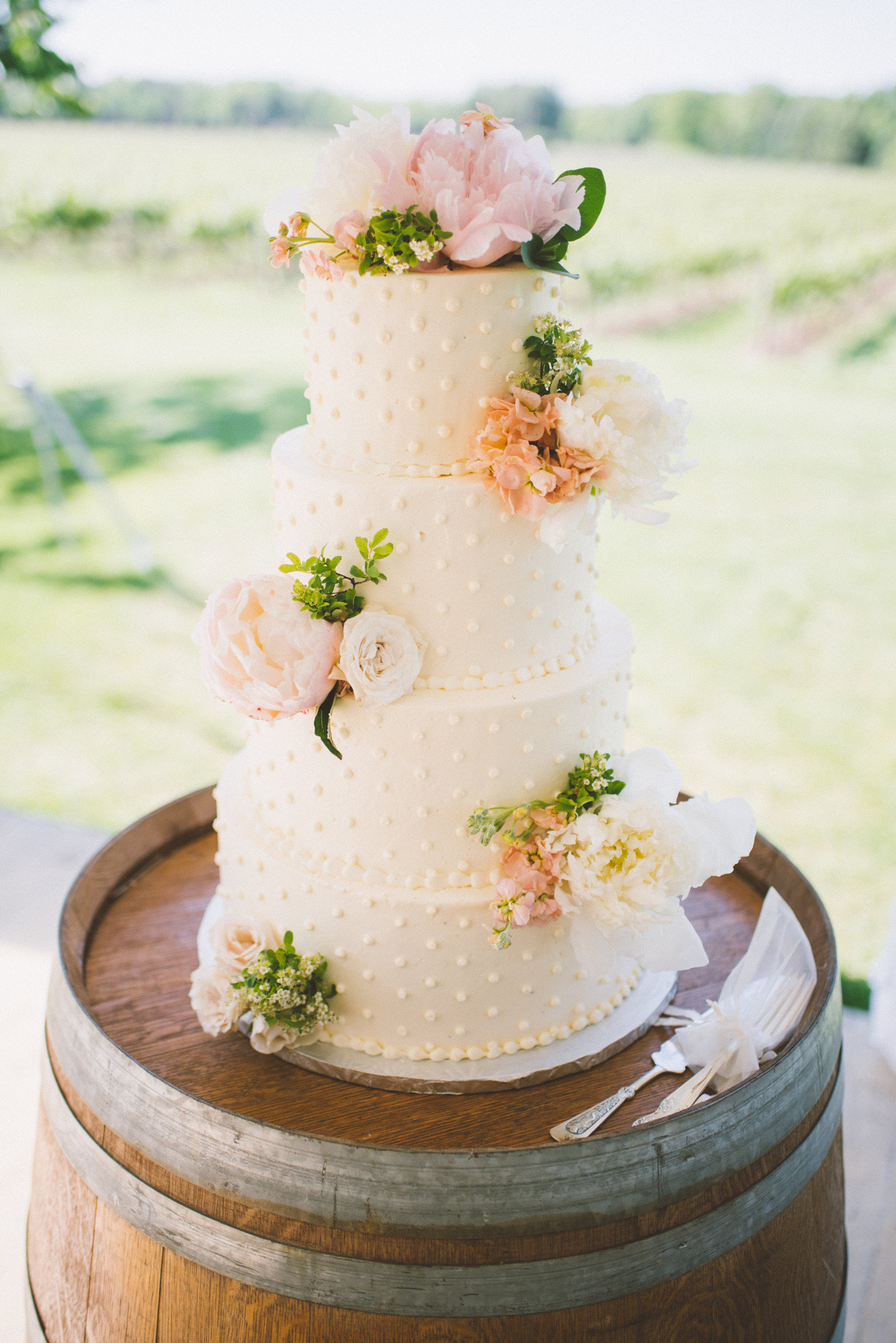 amanda cowley events niagara wedding planner kurtz orchard gracewood estate white polka dot cake fresh florals peony pretty