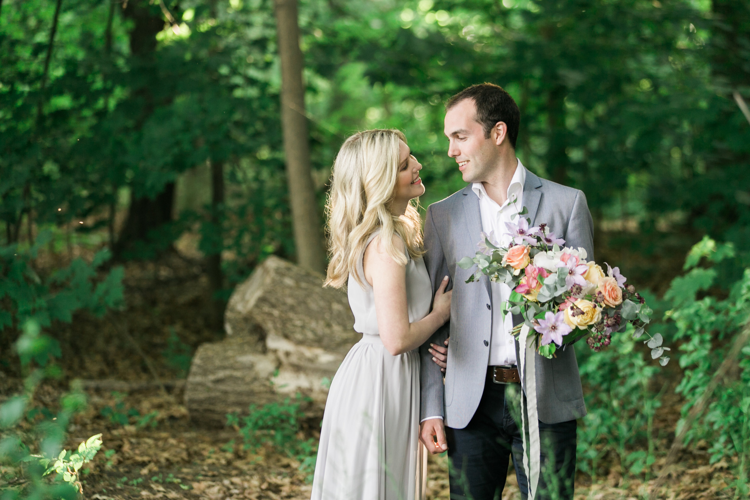 amanda cowley events niagara wedding planner beach engagement session bouquet pastel
