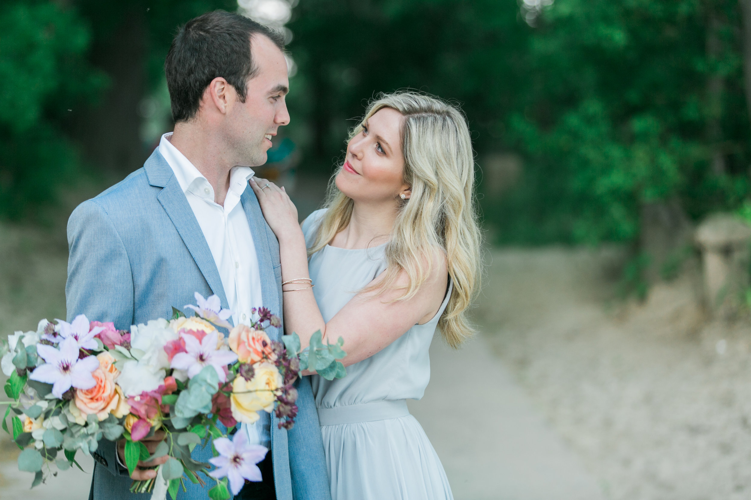 amanda cowley events niagara wedding planner beach engagement session soft colour palette
