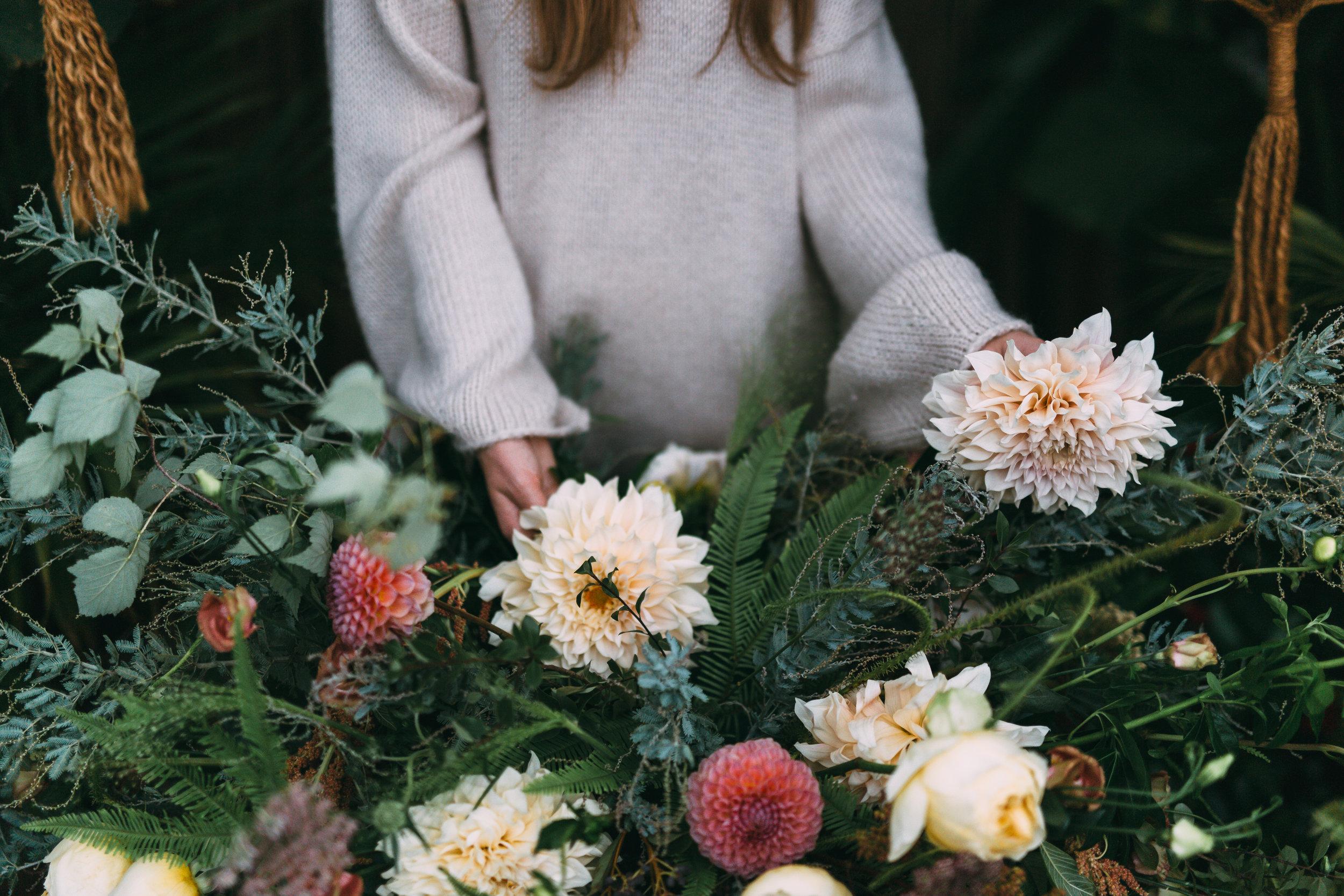 amanda cowley events niagara wedding planner free spirit styling bohemian style floral arrangement
