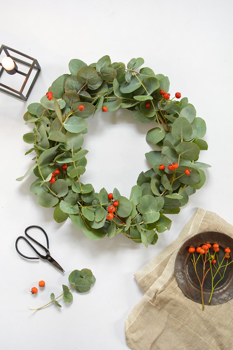 diy scandi eucalyptus wreath.jpg