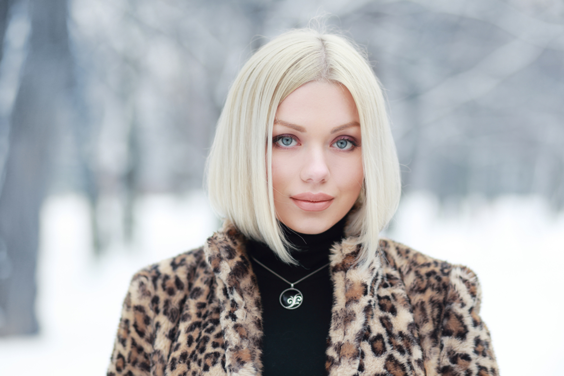 Short platinum blonde wig.JPG