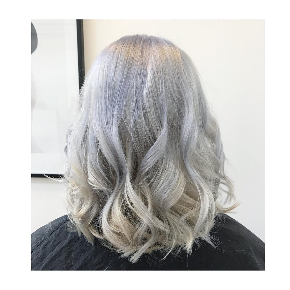 Silver bob wig.png