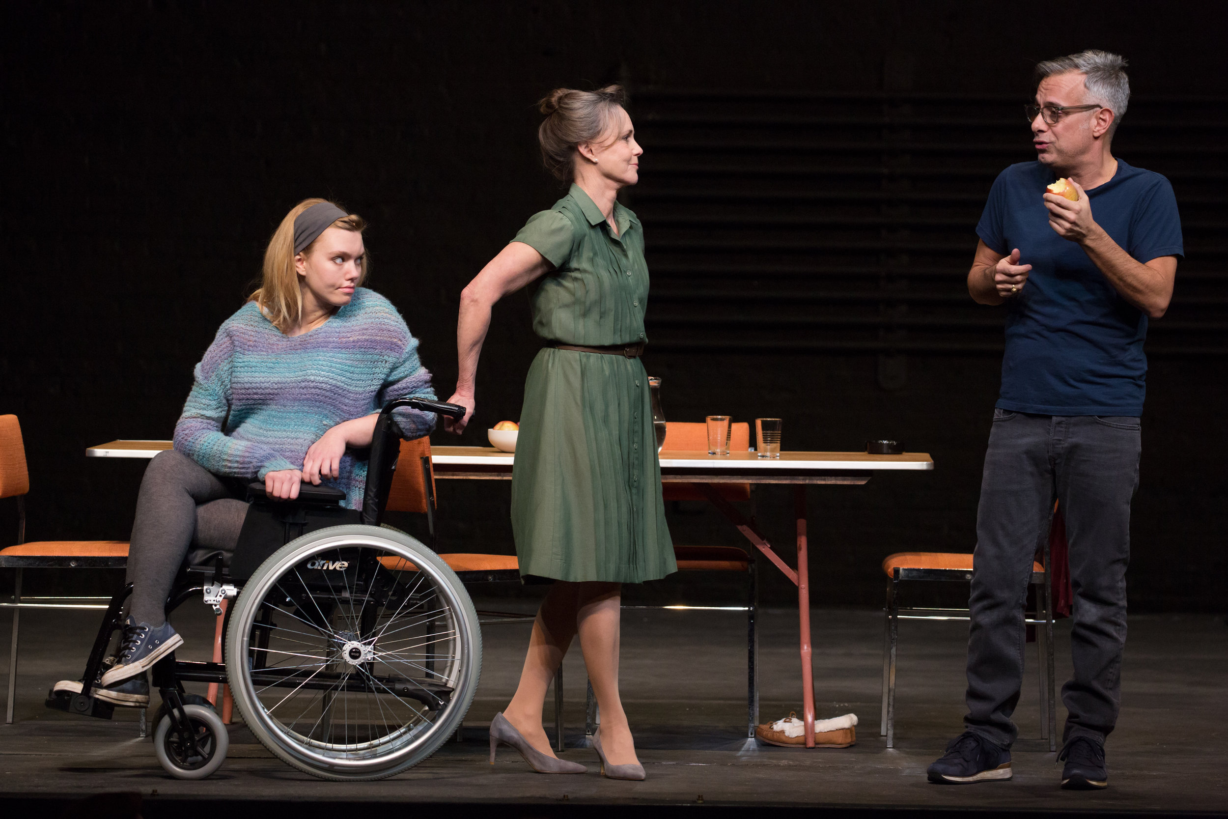 Madison-Ferris-Sally-Field-and-Joe-Mantello-in-The-Glass-Menagerie-Photo-by-Julieta-Cervantes.jpg