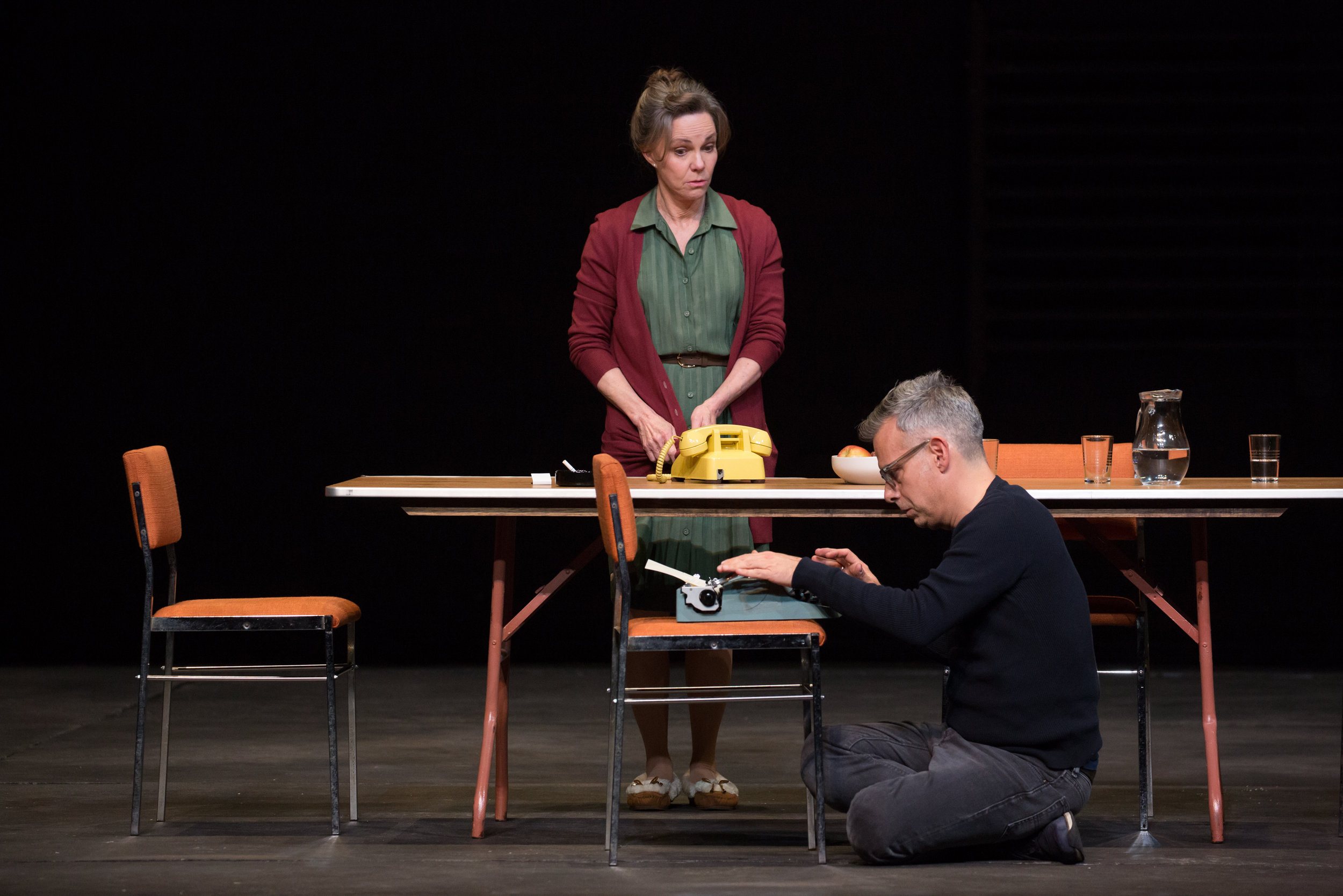 Sally-Field-and-Joe-Mantello-in-The-Glass-Menagerie-Photo-by-Julieta-Cervantes.jpg