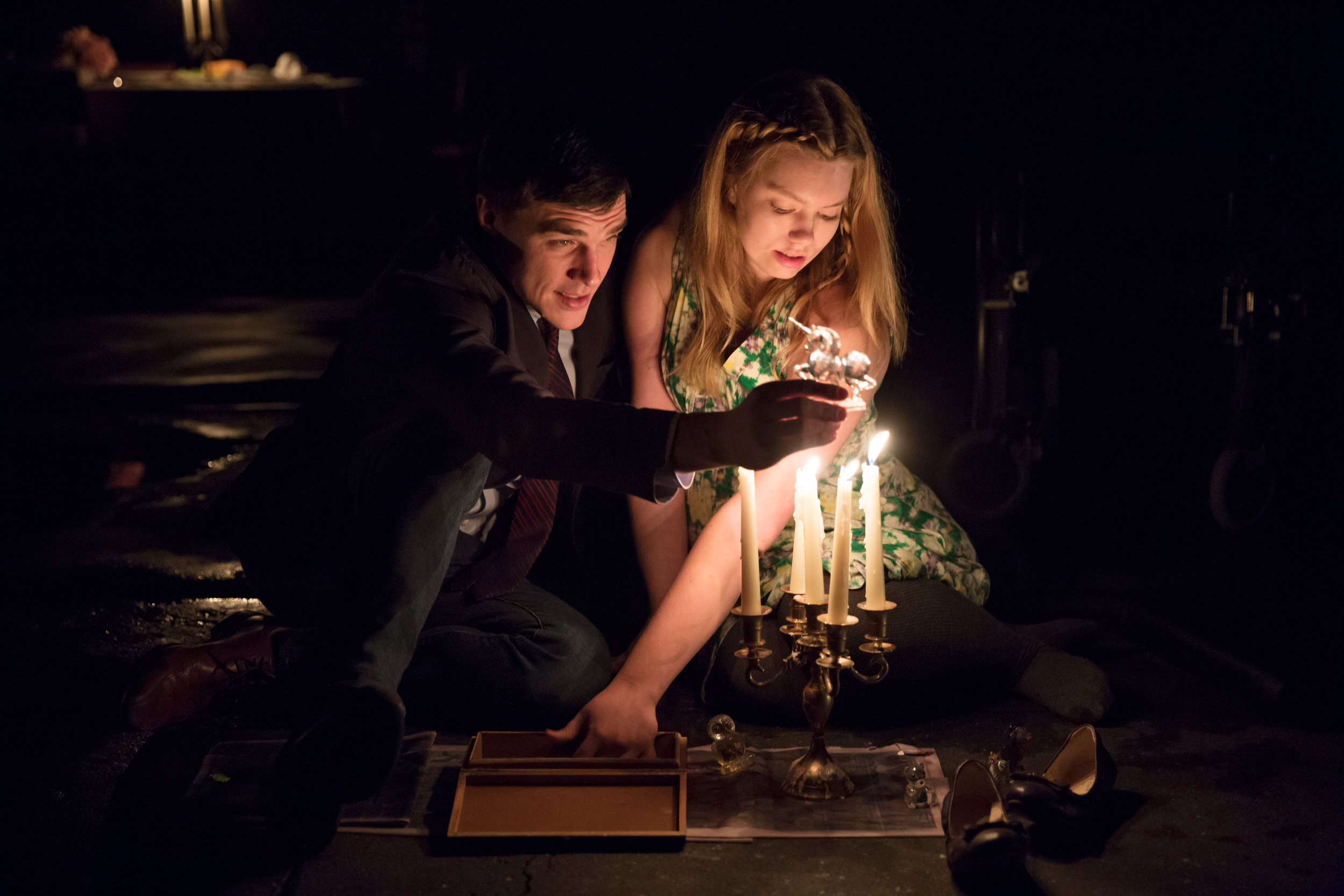 Finn-Wittrock-and-Madison-Ferris-in-The-Glass-Menagerie-Photo-by-Julieta-Cervantes-2.jpg