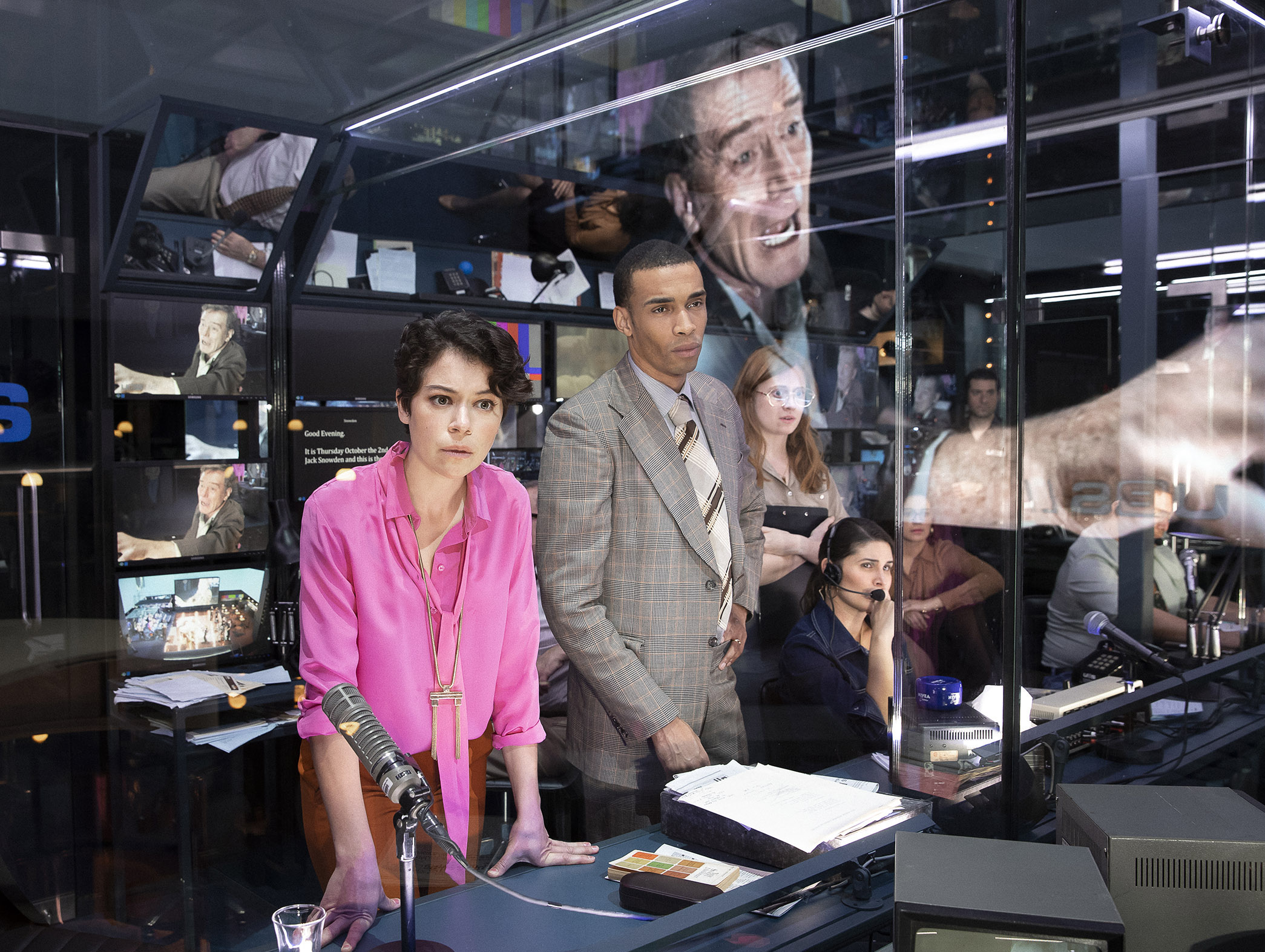 9108_Tatiana Maslany, Julian Elijah Martinez and the cast in NETWORK, Photo by Jan Versweyveld, 2018.jpg