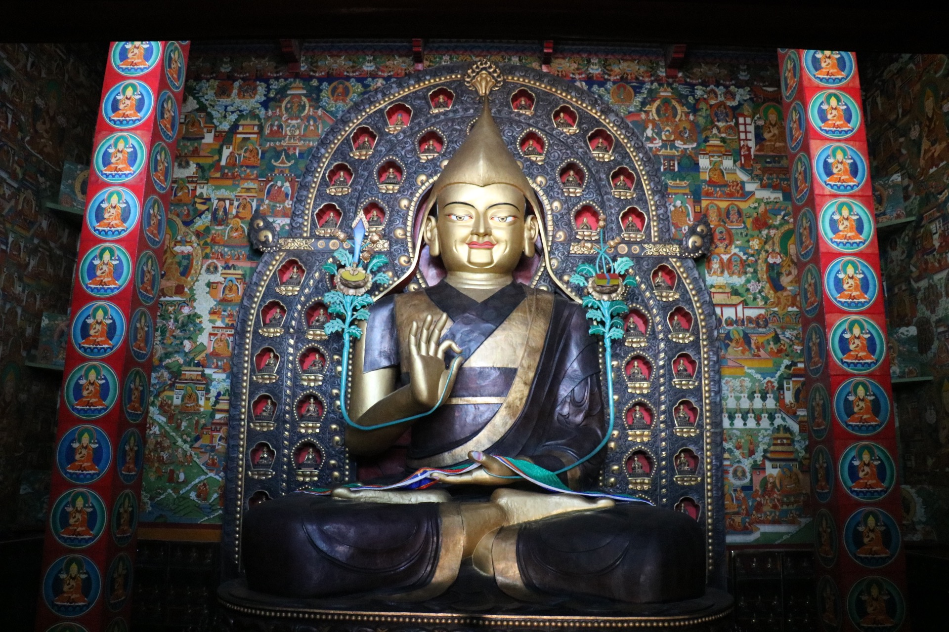 LHAKHANG interior, dedicated to Tsongkhapa - Tibet.jpg