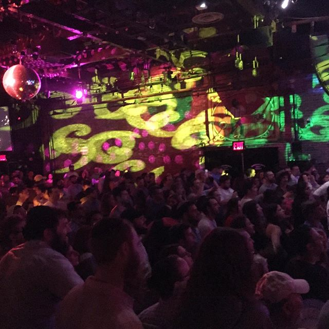 So many happy faces at @moshavband live from @brooklynbowl 🦔🎸🎤! . . . .  #moshav #yimmy #livemusic #brooklyn #brooklynbowl #relix #nyc #jams #energy #tuesdayjam #lights #heartisopen #love #shine #bright #israel #modiin #musician #focus #hedgehogentertainment #disco #discoball