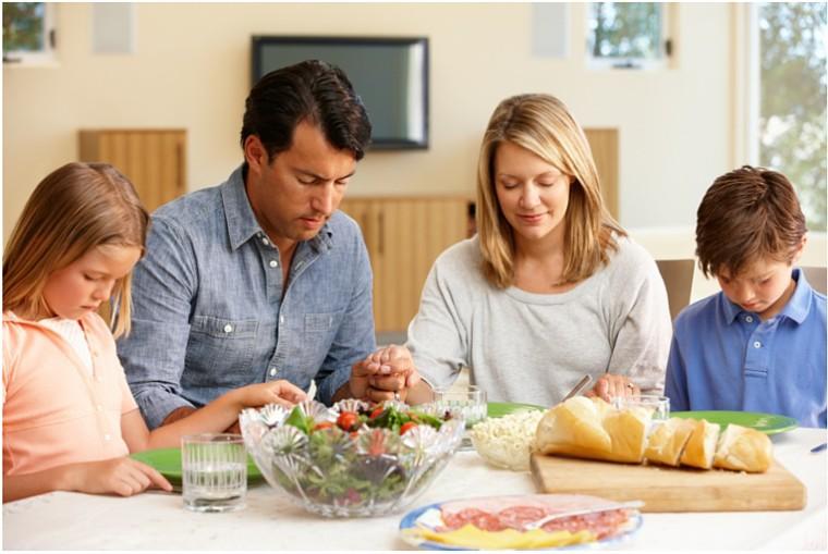 family-meal-e1441168075920-760x509.jpg