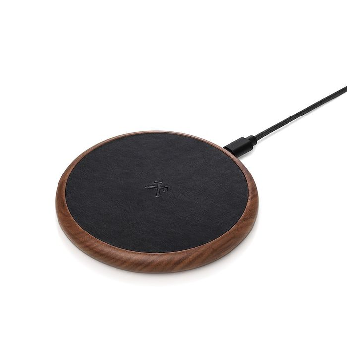charging-station-wireless-wood-leather-.jpg
