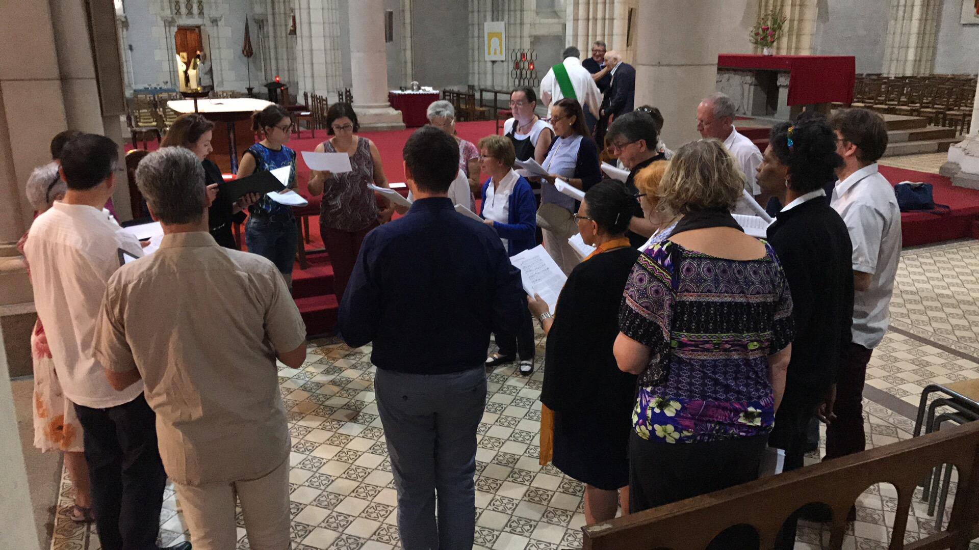 choeur grégorien avant la messe.jpg