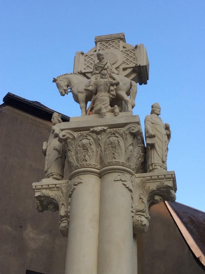St Martin Croix de la basilique.jpg