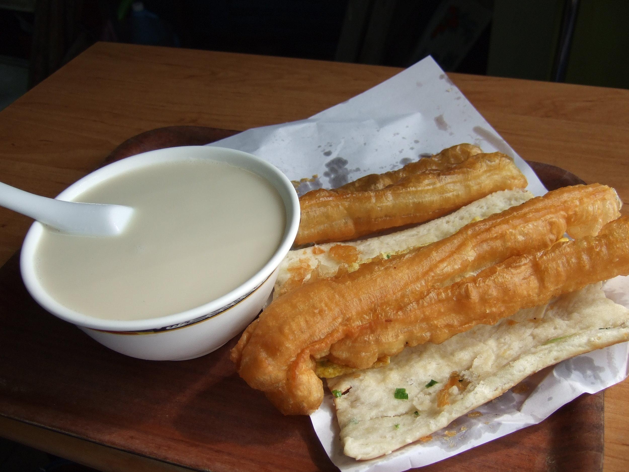 taiwan_breakfast_with_fresh_soymilk_flickr_user_goosmurf.jpg