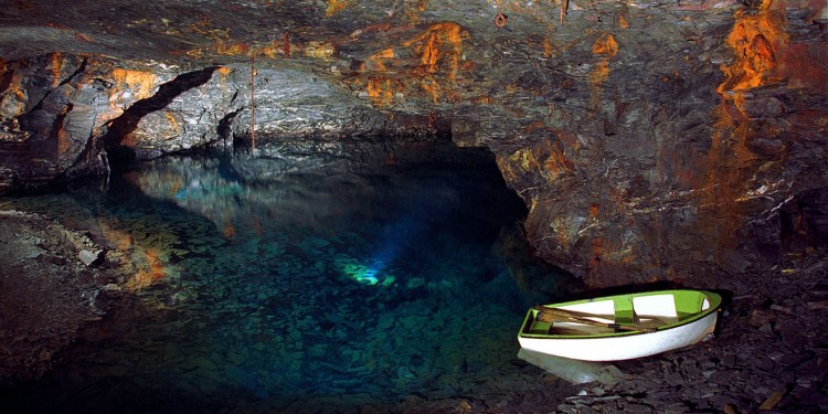 carnglaze-caverns1-750x375.jpg