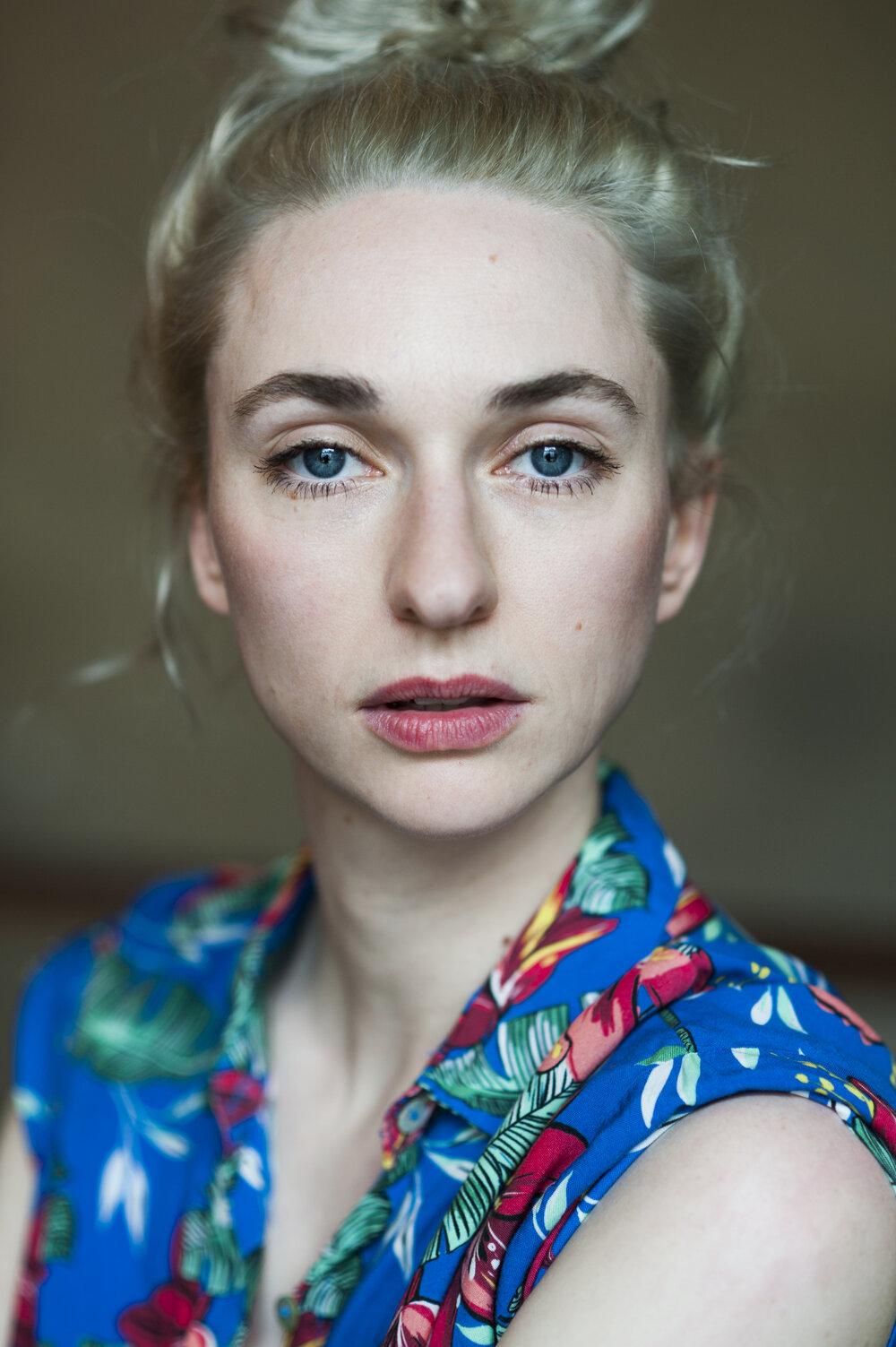 Nackt linda könig Elke Krystufek