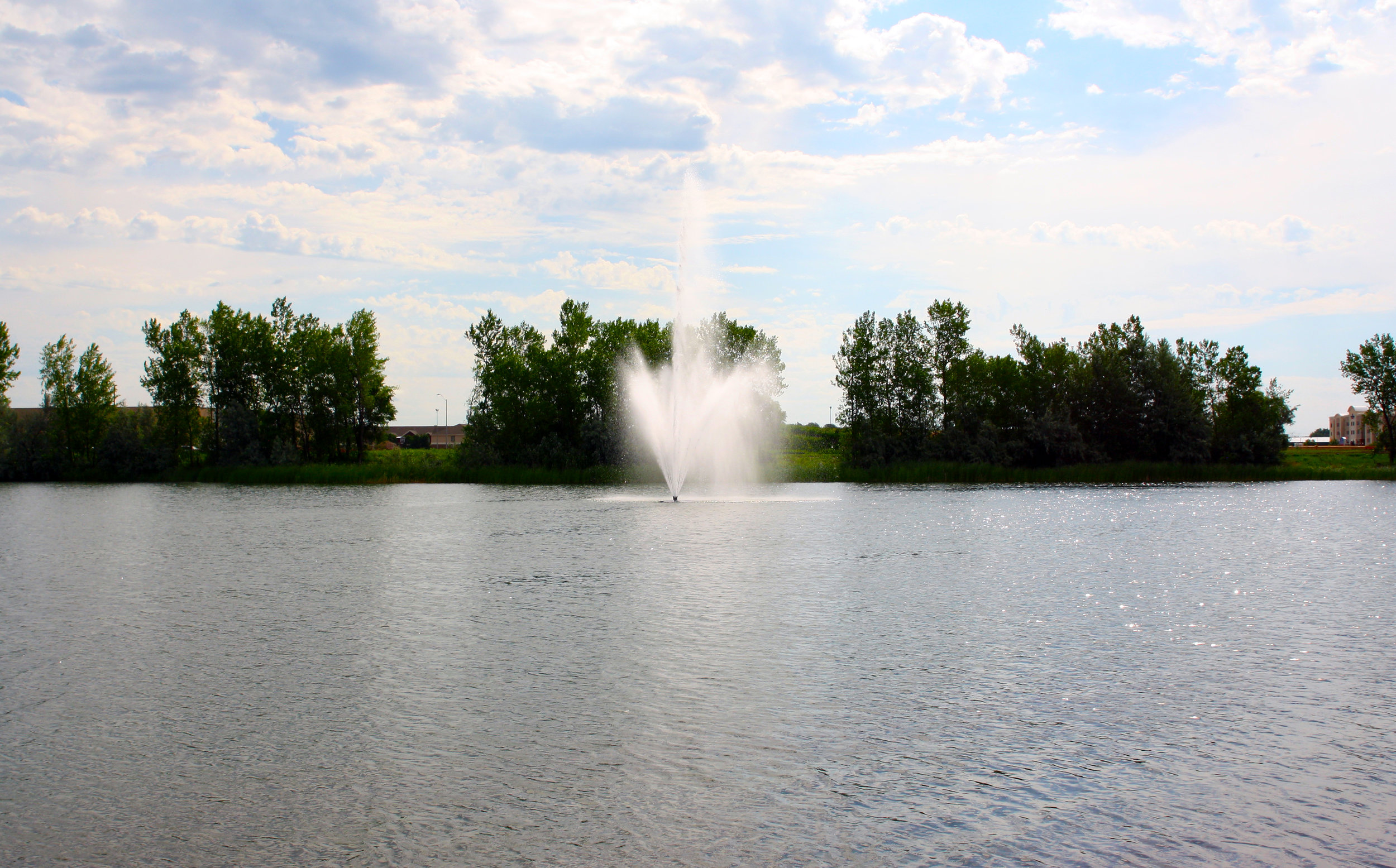 The fountain is easily seen from many points around the lake — even from W. 26th Street, just west of Interstate 29.