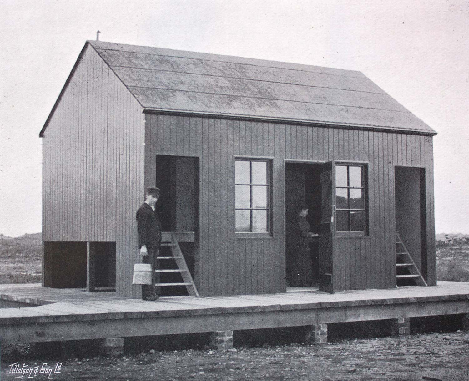 Packing shed, supplied by rail