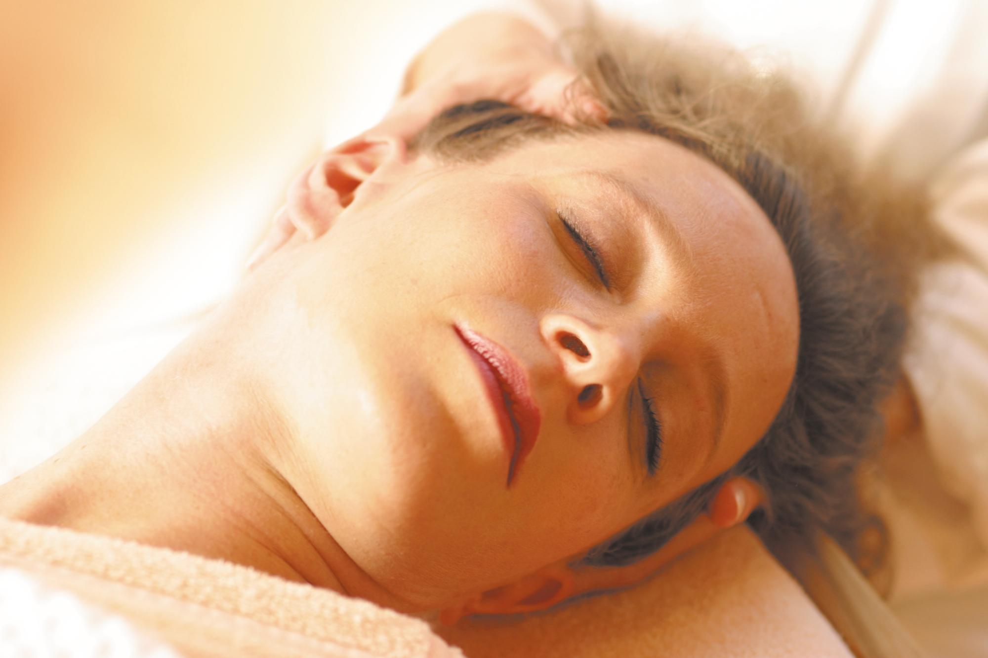 facial_neck_massage-300dpi.jpg