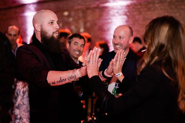 Who agrees that French Kiss gets one of the best reactions ever? 👏🏻 Such a great trick for any party/group scenario, don't you agree?  @letsokdo launch party 📸 @graciousphotography  #magic #magician #okdo #iot #sbc