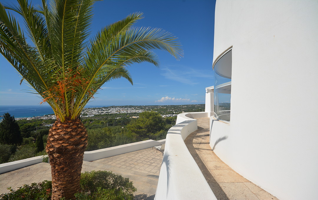 Villa Calipso entrance sea view (12).JPG