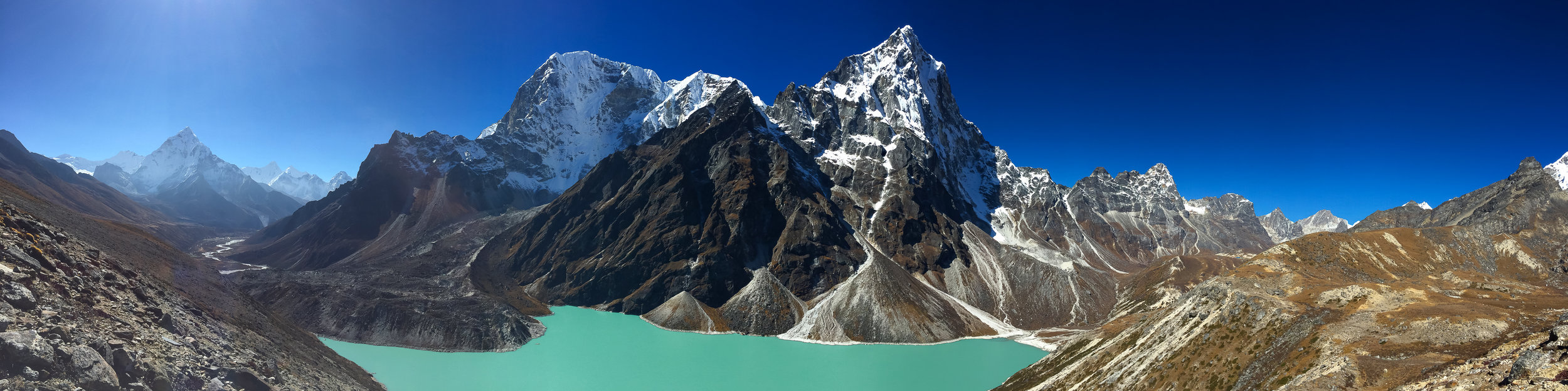 Left mountain right behind Chola Lake is the Taboche Peak (6,495m), and on the right, Chola Tse (6,440m)