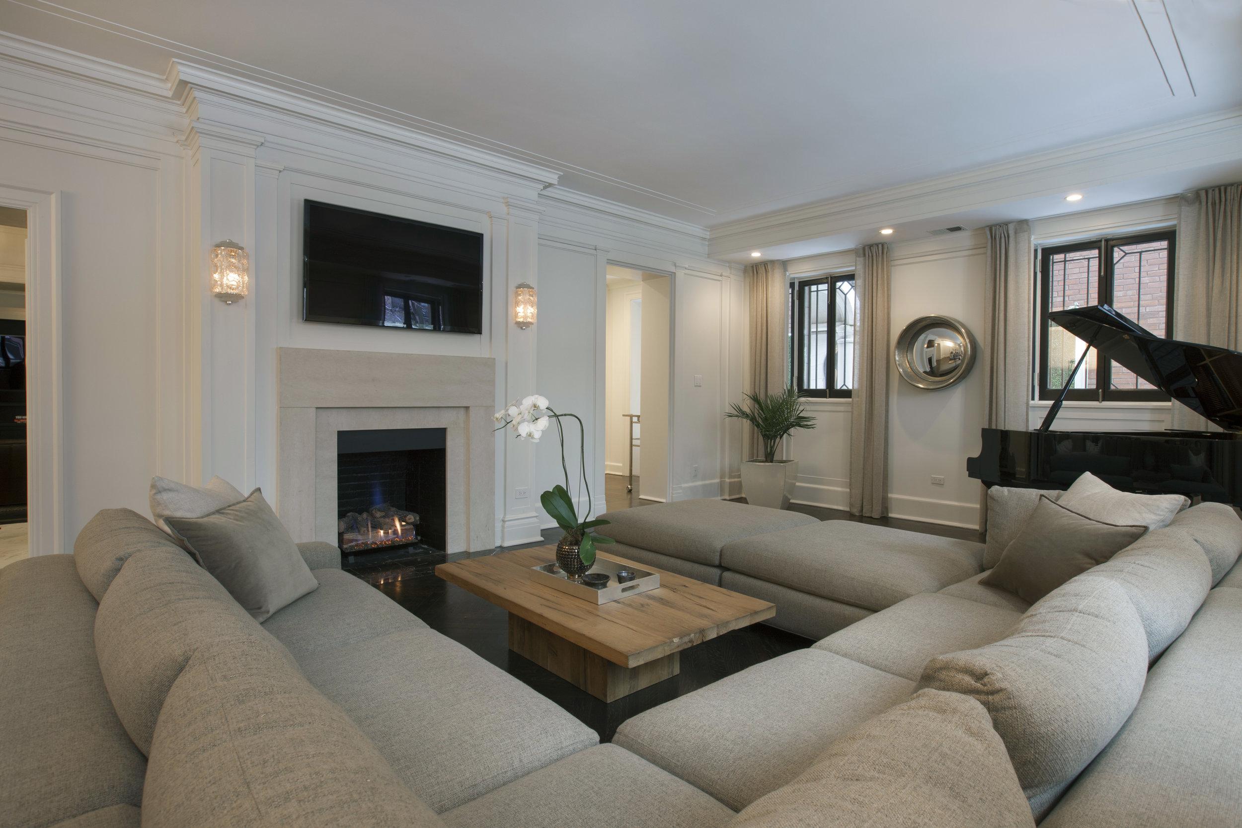 5_1340 N State_Living Room 4.jpg