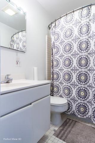 2058 Seminary_2F_Bathroom.jpg