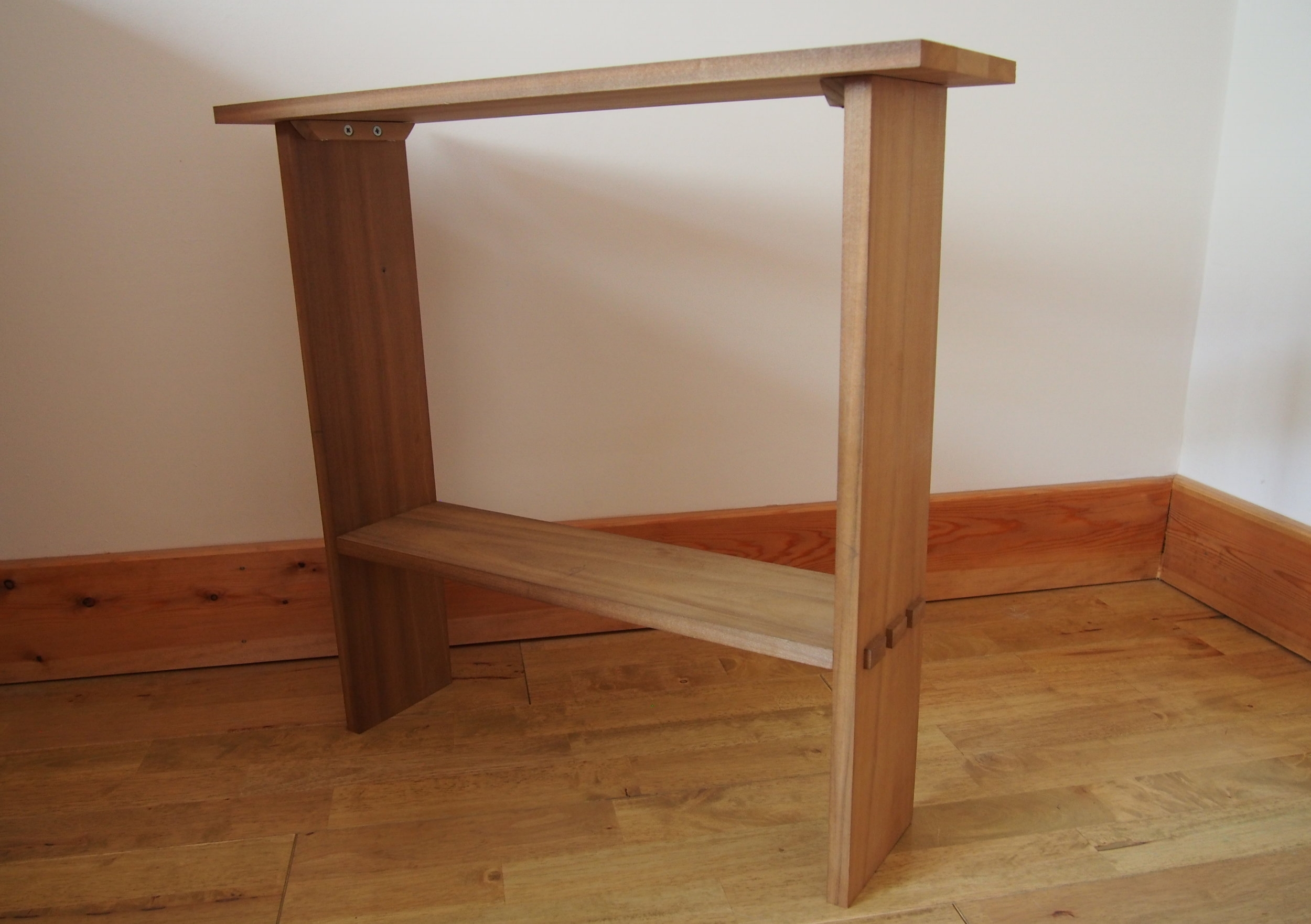 Tulip wood Side Table