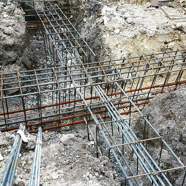 #groundworks #concrete #reinforcement #rebar #steel #piles #piling #pilingrig #pilingworks #inprogress #urbanism #wfbaProject #Engineers #StructuralEngineering #Engineers #worldofengineering #PicOfTheDay #InstaGood #bhfyp #Engineer #civilenginering #civil #Engineer #architectural #construction #building #onsite