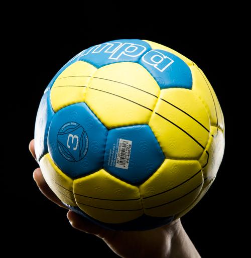 """<strong>HANDBALL CAMP</strong><a href=""""/handball-details"""">MEHR ERFAHREN »</a>"""