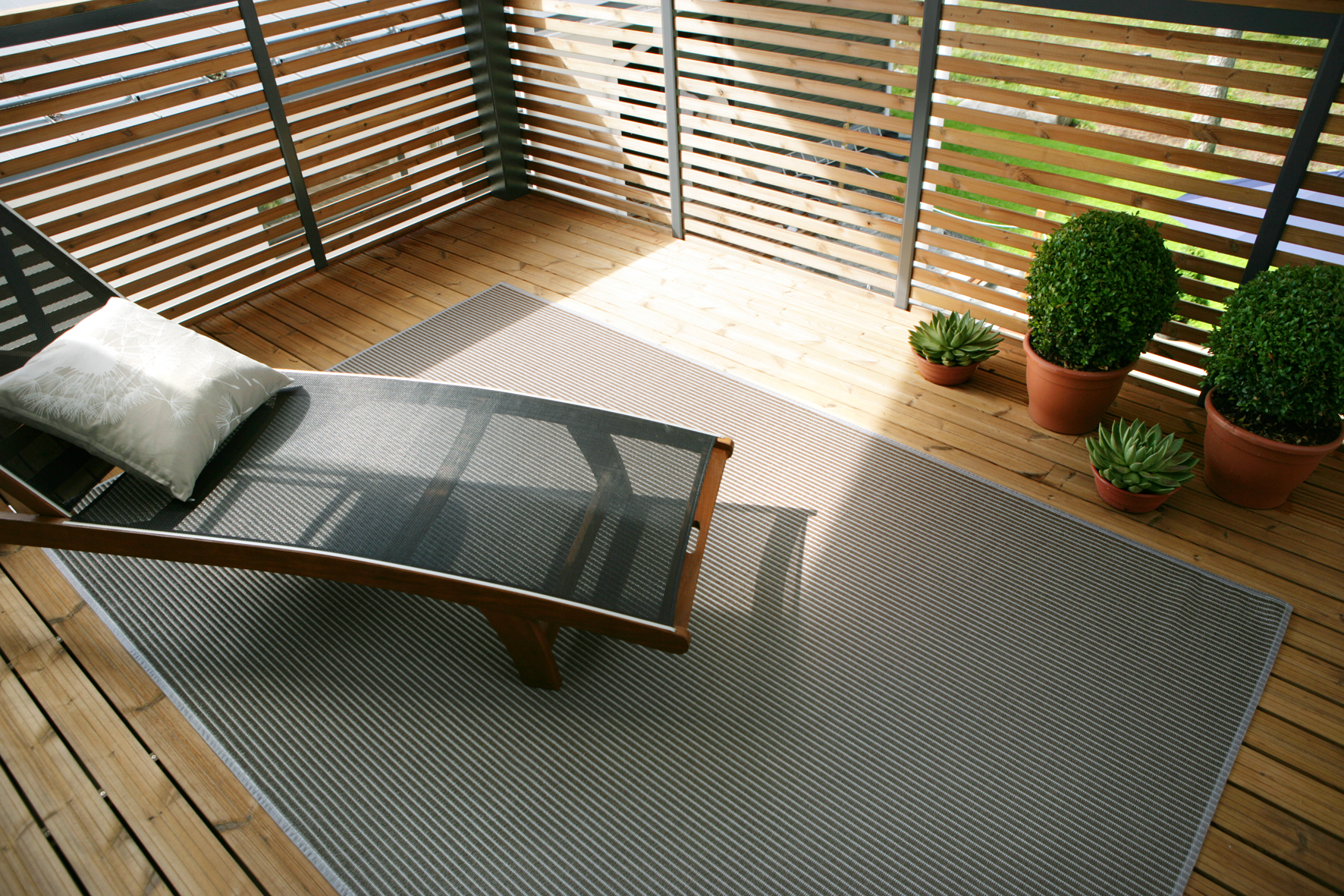 AQUARIUS Grey  full rug.jpg