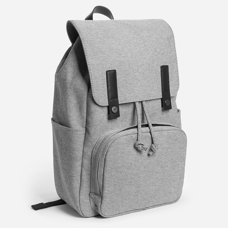 everlane-modern-snap-backpack-01.jpg