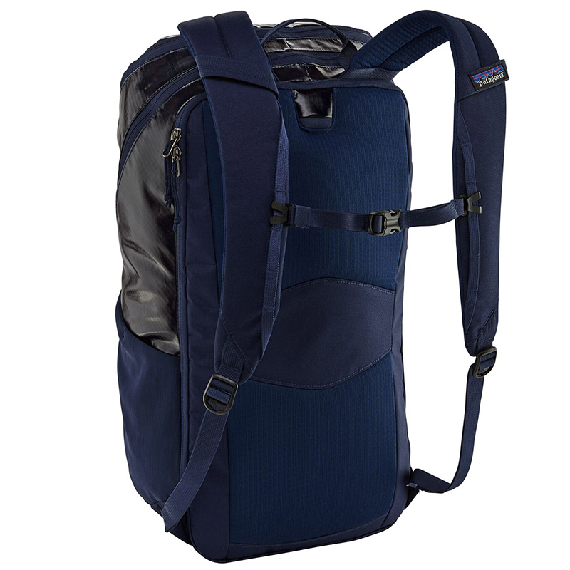 Patagonia-black-hole-backpack-32L-02.jpg