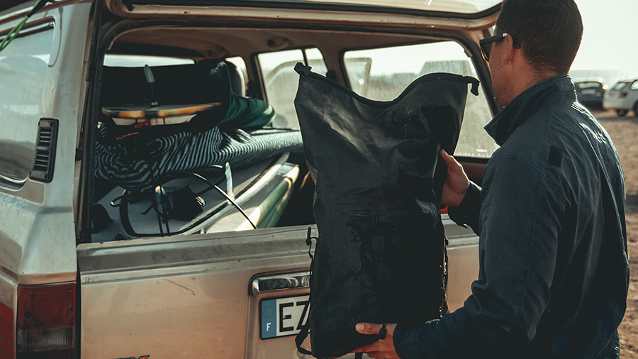 Avoid bucket style dry bags with little organization pockets.