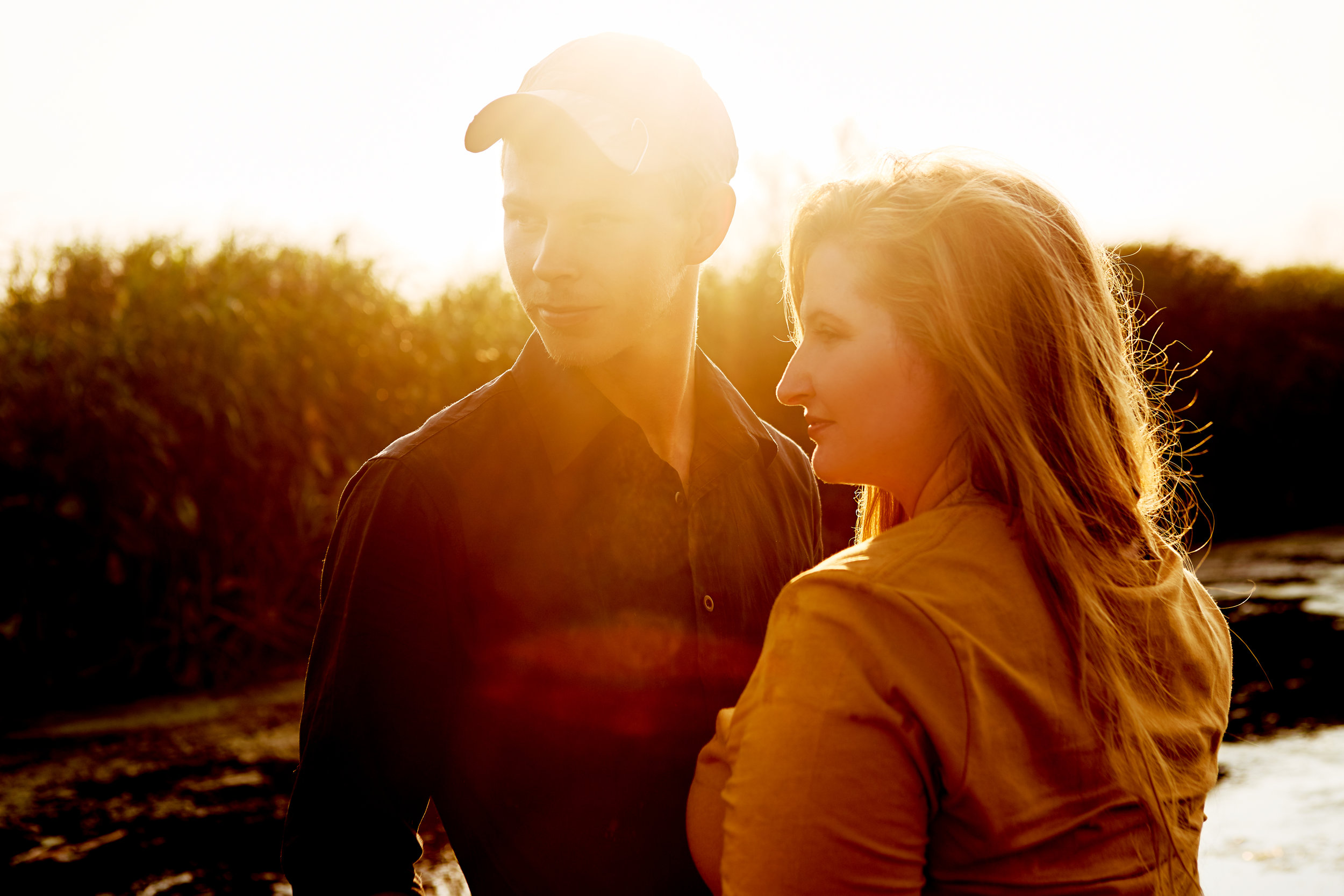Mississippi River Engagement Photos - Camouflage // Labrador // Mud and Guns // De SotoEngagement Blog Post
