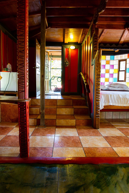 Interior de Fantasea con vista hacia la entrada.