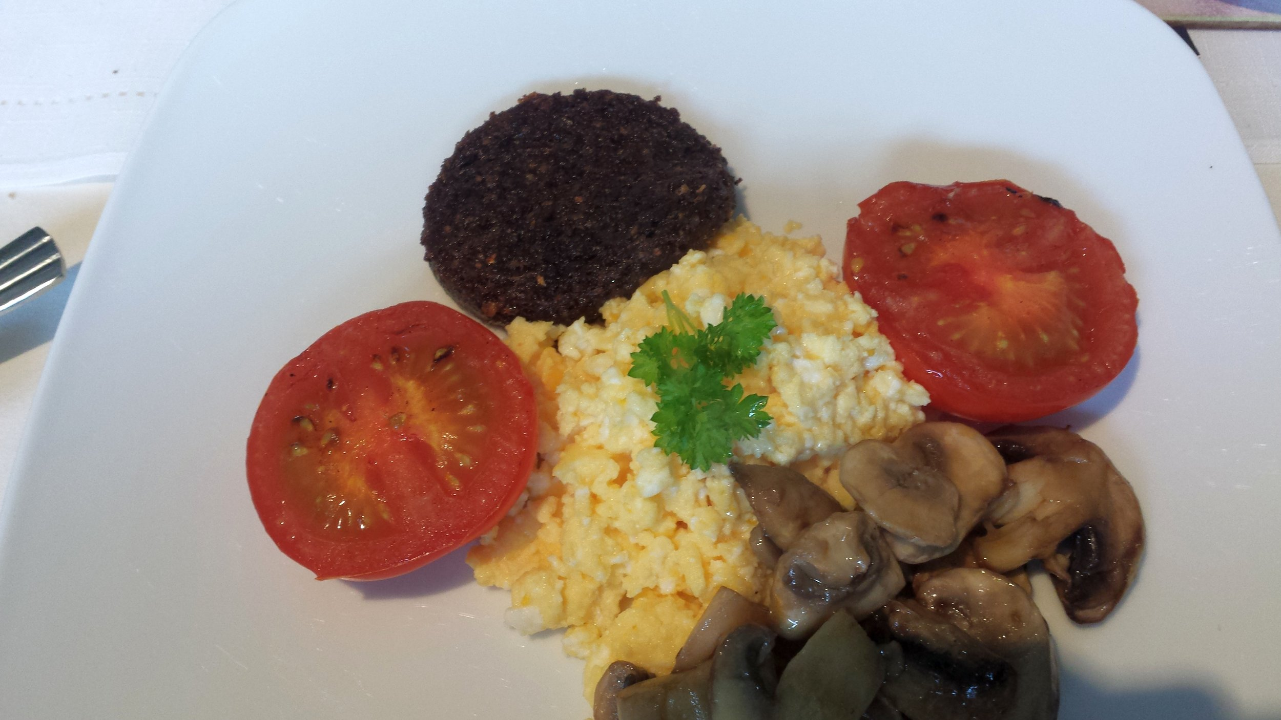 20160901_082924 full scottish breakfast.jpg