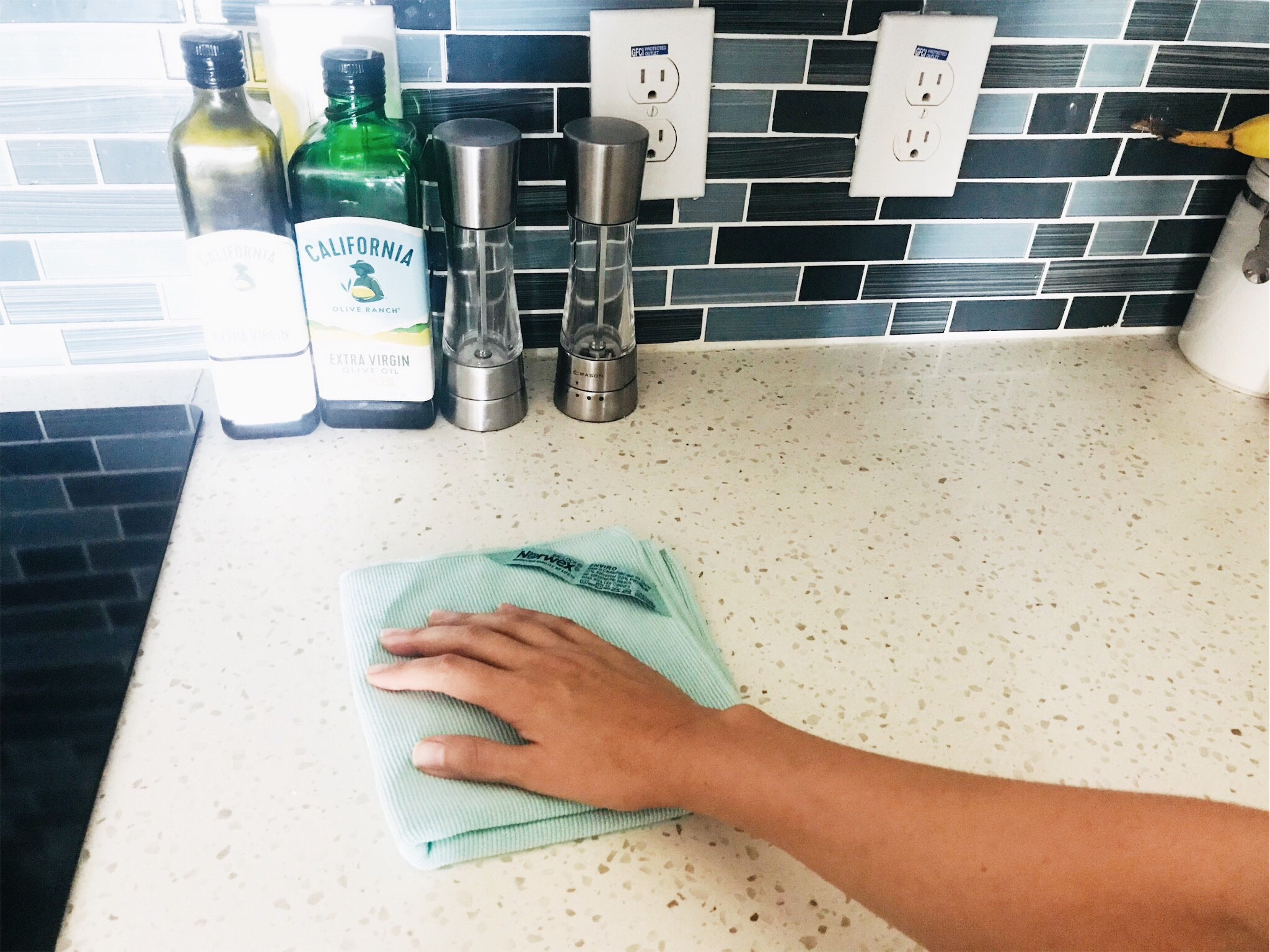 Keep your home clean and tidy by cleaning the counters with  Norwex Envirocloth  every morning. #cleanroutine #tidyhome #cleaningchecklist