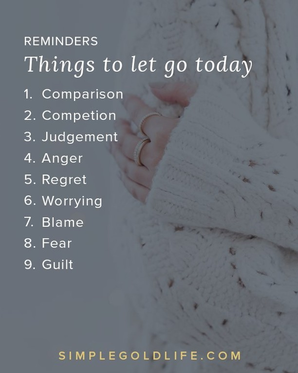 how often are you holding onto items on this list? ⁣ ⁣ honestly, for me i'm holding onto at least three of these items... DAILY! ⁣ ⁣ It's little notes like these that remind me to reconnect with my soul. how?⁣ 🧘🏽‍♀️meditate⁣ 📝journal⁣ 🌳walk outside⁣ 🗣talking to myself (yes, i have deep convos with myself... i'm a gemini + manifesting generator with the 20-34 channel)⁣ ⁣ taking the time to reconnect with my heart truly helps me reprogram what i THINK i'm lacking and reinforces all that I am. Which gives me the space I need to let go of everything on this list.⁣ ⁣ how do you let go of unhelpful thoughts?⁣ ⁣ #stopcomparing #communityovercompetition #selfloveadvocate #doyouboo #transformyourmind #mindsetreset #innerwork #selfcaresunday #selfcaredaily #soulwork #trainyourbrain #simplegoldlife