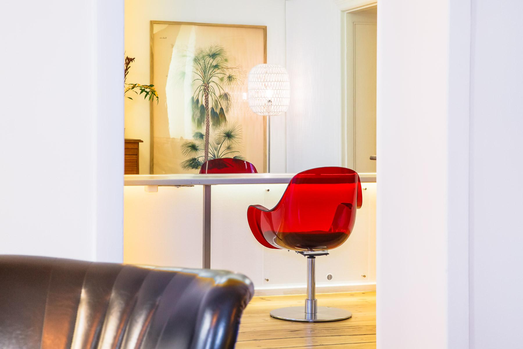 kiezschnitt_kreuzberg_red_chair.jpg