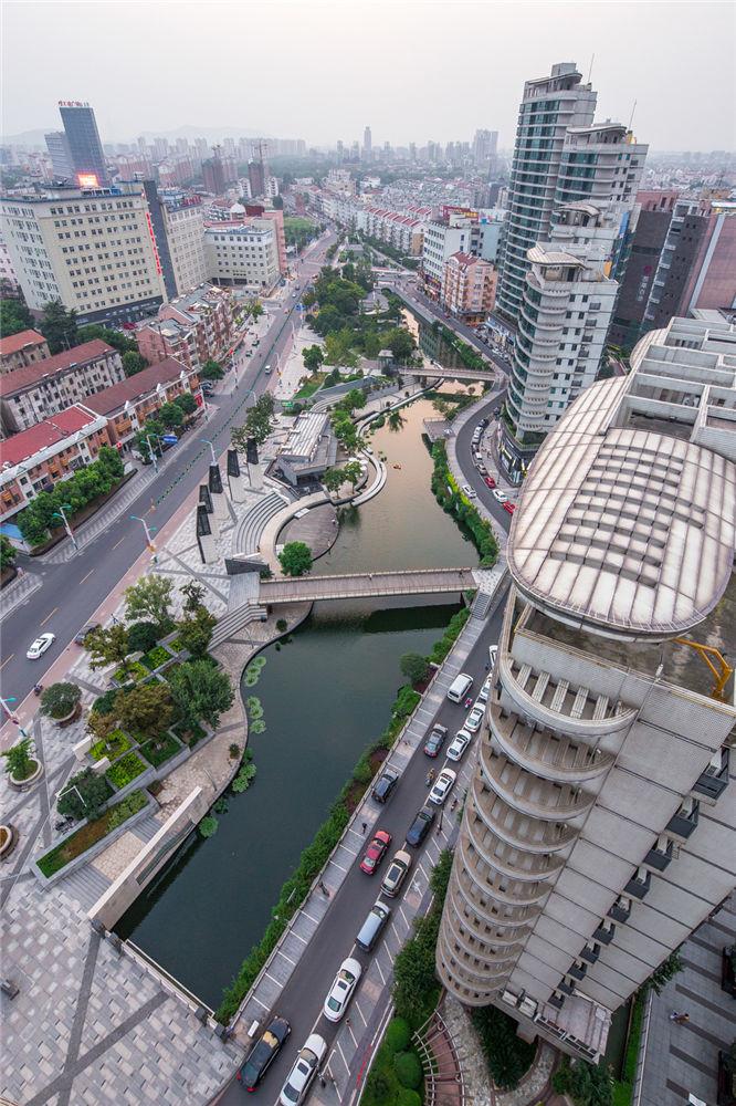 Town_River_11