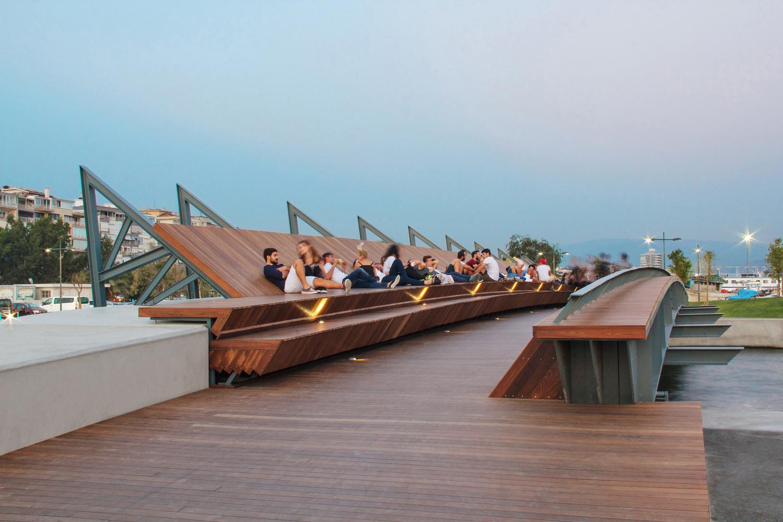 Bostanli_Footbridge_&_Sunset_Lounge_03