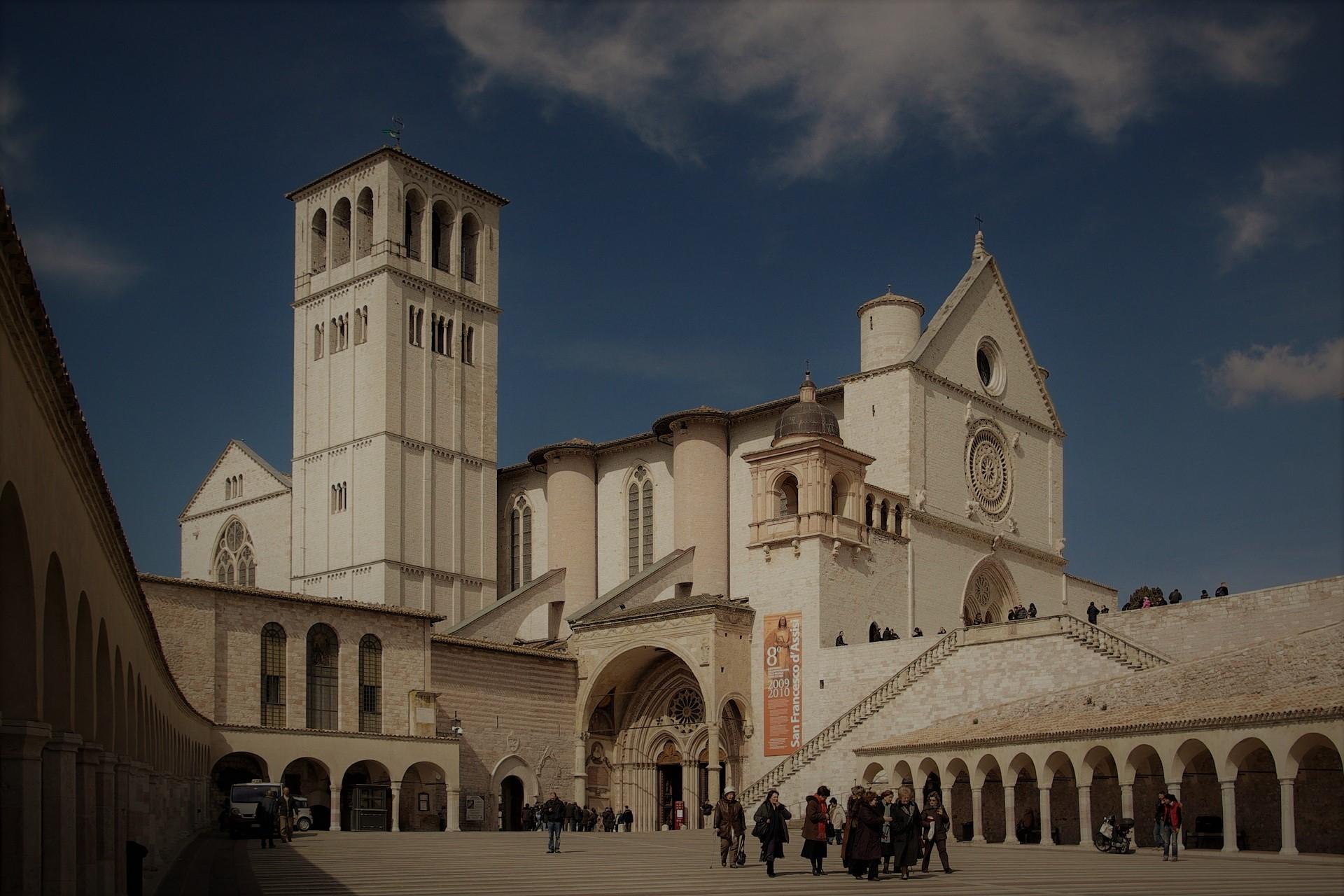 basilica-536308_1920 (3).jpg